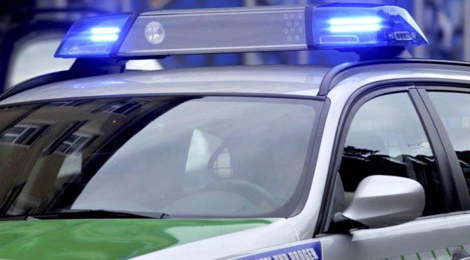 564710544-polizei-polizei-sirene-einsatz-polizeiwagen-stake-stakes-mission-police-RPRpZDQNref