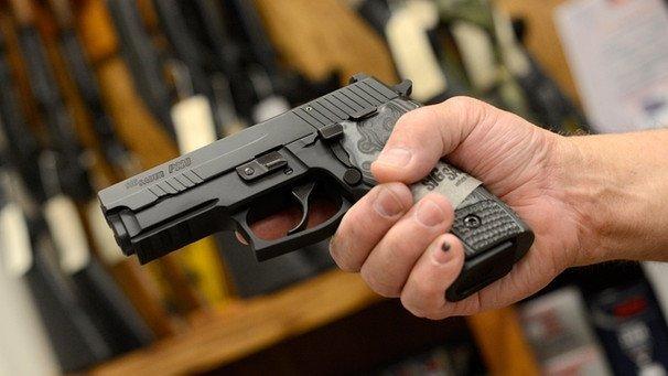 sig-sauer-pistole-100~_v-img__16__9__l_-1dc0e8f74459dd04c91a0d45af4972b9069f1135